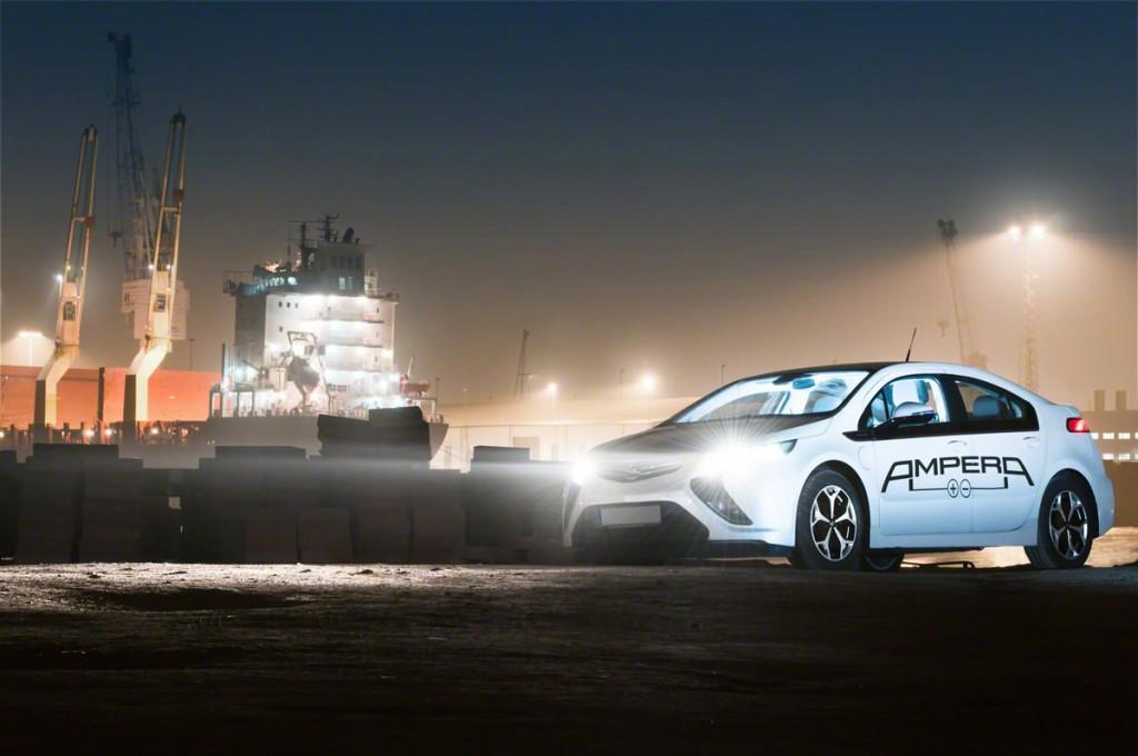 Opel Ampera im Hamburger Hafen | Fotograf: Ralf Wiechers | Bearbeitung: Nils Gaudlitz | 2012