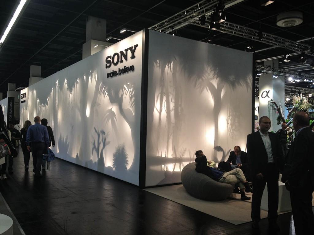 Lichtinstallation am Sony Stand auf der Photokina 2012 | Foto: Ralf Wiechers