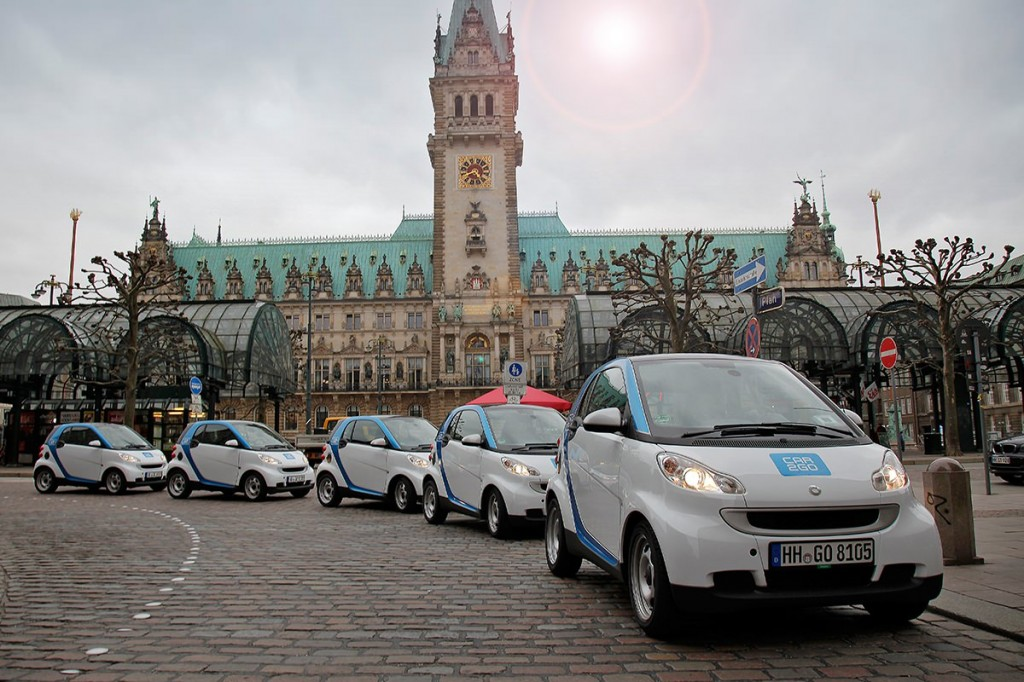 Car2Go vorm Rathaus in Hamburg | Foto: Europcar
