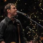 Die Dreifaltigkeit: Gitarre, Mundharmonika und Gesang